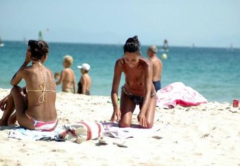 Chica Bonita En La Playa