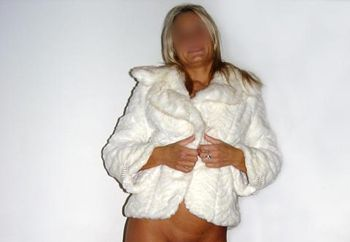 Undecided Milf In A Fur ;-)