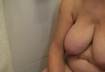 Aimez vous mes seins ?