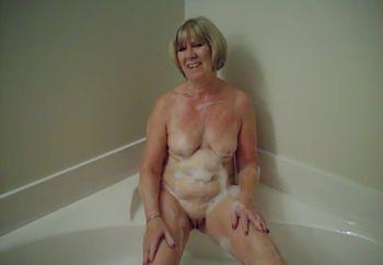 Fiona takes a bath!