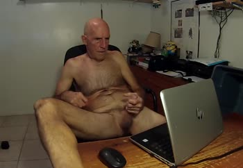 Bruce jerks off naked for webcam viewers