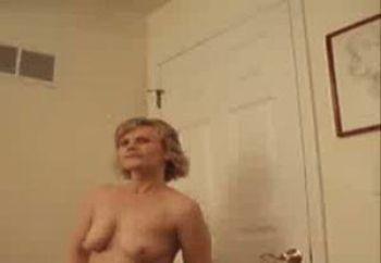 Liza Masturbating Live