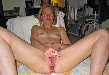 Sexy Suz Masturbating Ass