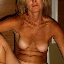 nakedslut2b